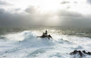 2048x1536-fit_phare-tevennec-tempete-large-finistere